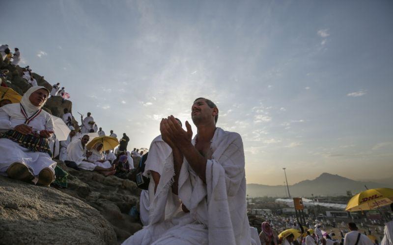 Arafat (Rahmet) Dağında Vakfeye Durmak